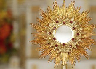 Adoracja Najświętszego Sakramentu – czwartek 5 sierpnia. Zaplanuj czas na adorację Jezusa!